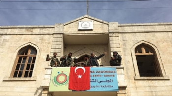 Afrin'de Ay Yıldız Dalgalanıyor