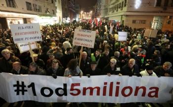Belgrad'da Sokak Eylemleri Sürüyor