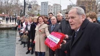Sinop'ta Denize Karanfiller Bırakıldı