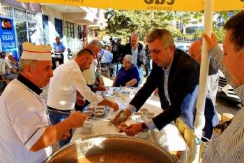 Kahramanmaraş Balkan Türkleri Aşure Dağıttı